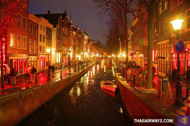 vé máy bay giá rẻ đi amsterdam