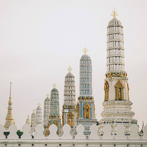 chua Wat Phra Kaew co mau trang len hinh cuc chat